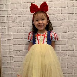 Snow white costumes/dress